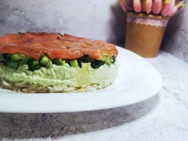 Знаменитый и популярный салат Суши на праздничный стол