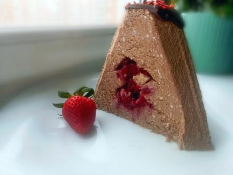 вкусная творожная паска с шоколадом и ягодами
