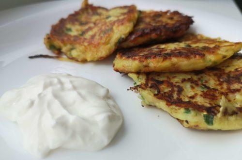 оладьи из кабачков, картошки и сыра на сковороде