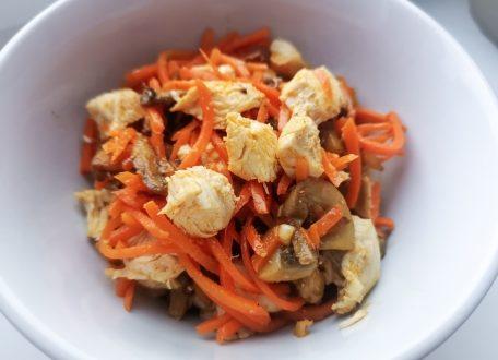 салат из корейской моркови и курицы (индейки)
