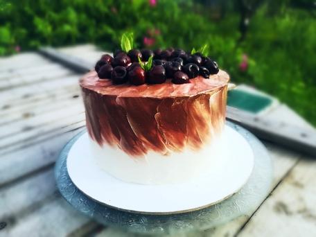 бисквитный торт вишня шоколад с крем чизом