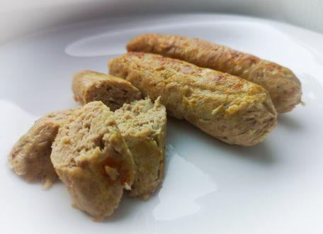 Домашние куриные сосиски в пищевой пленке
