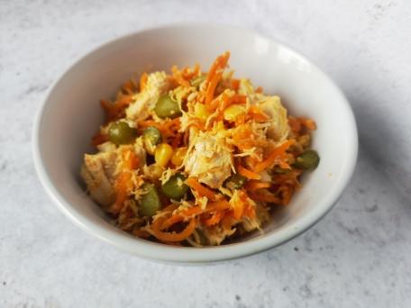 Салат с курицей, грибами, сыром и корейской морковью