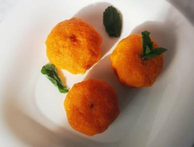 Закуска Мандарин из плавленорго сыра, чеснока и сыра чеддер