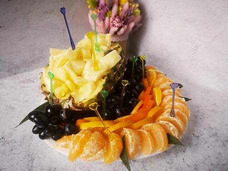 сервировка фруктов на новогодний стол