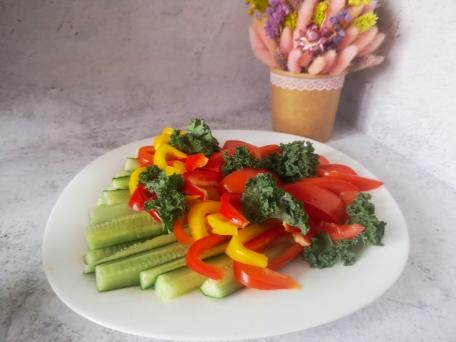 Нарезка овощей на праздничный стол для небольшой компании