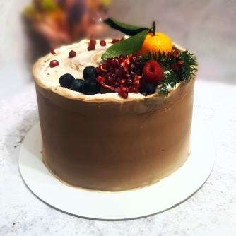 бискивтный торт сникерс с соленой карамелью фундуком кремю и пралине